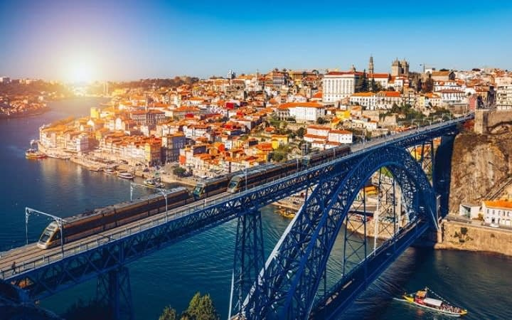 Oporto surprise destination Wish&Fly. Surprise Trip.